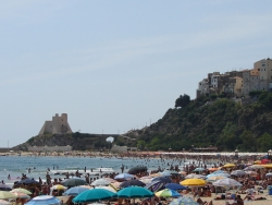 crowded Sperlonga beach on a Saturday afternoon