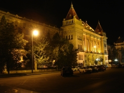 strolling back home and taking some last night shots of Budapest