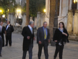 blurry pics of more well-dressed Sevillans strolling