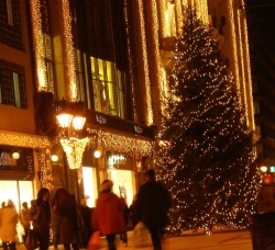 well, at least the only decent looking tree (by night only) is also right by our house on the ever-popular Fashion Street